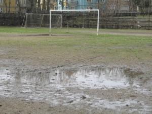 """Тази снимка е правена от """"ВТ спорт"""" преди година на терена на старото военно училище. В близките дни той отново ще изглежда така..."""