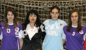 Моника, Десислава и Станислава с треньорката Й. Генчева